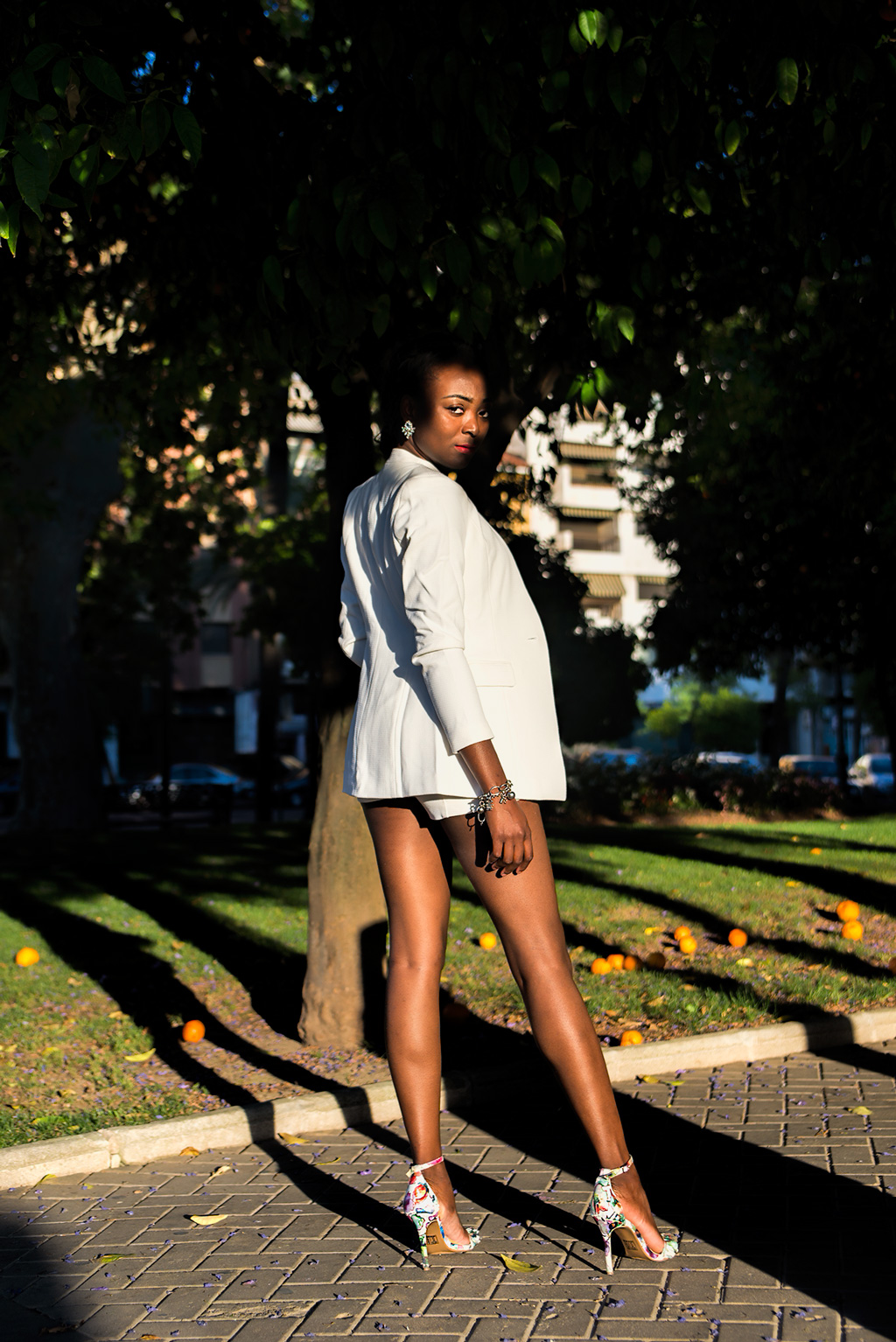 Traje-chaqueta-pantalón-corto-Mujer